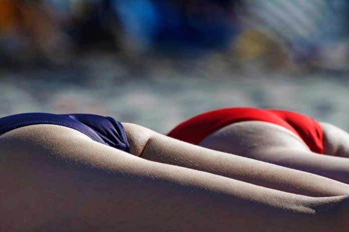 Bikini Strand Sommer Sonne Entspannung Sonnenbrand