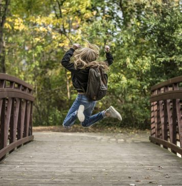 Blond Blondine Brücke Spaß Mädchen Glücklich