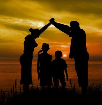 Familie Kinder Vater Mutter Strand Sonne