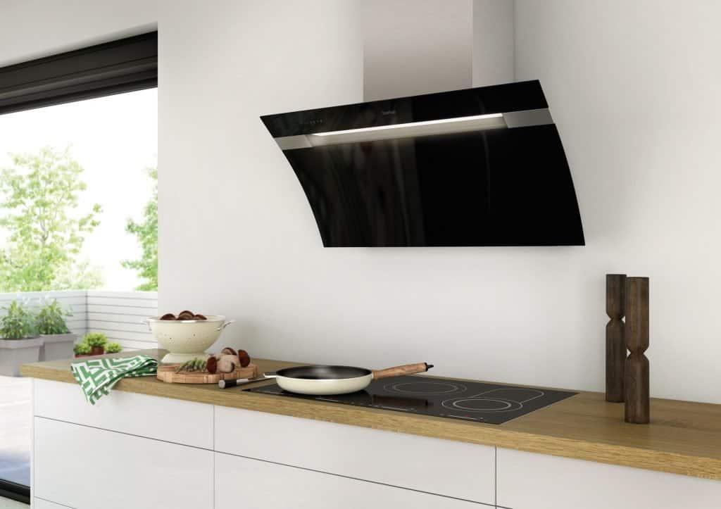 Ein Dunstabzug muss nicht versteckt werden. In einer kleinen, schlichten Küche kann eine schöne Haube zum echten Blickfang werden. Bildquelle: tdx/Berbel Ablufttechnik
