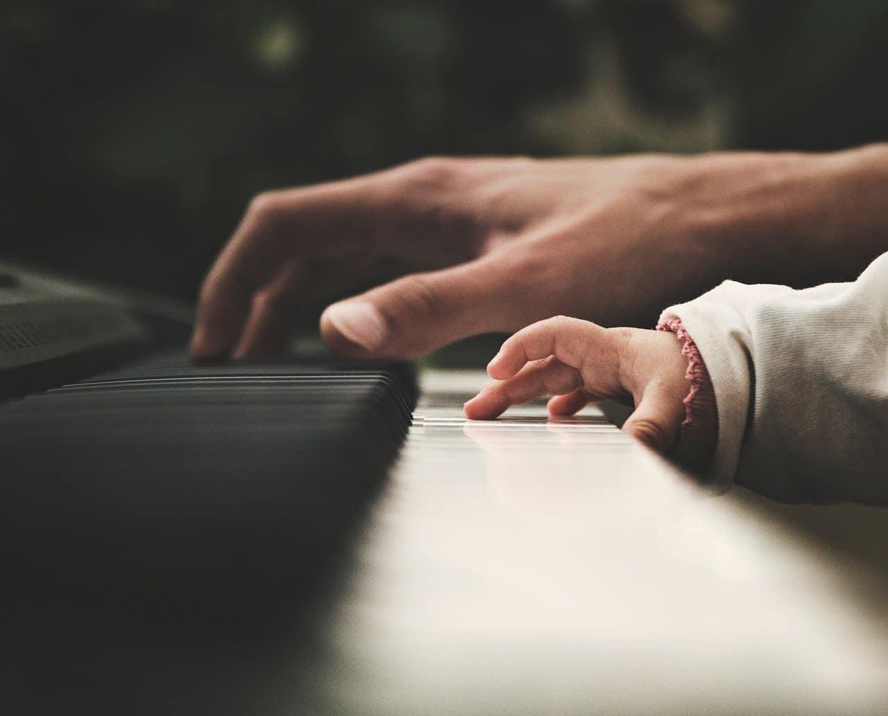 Klavier Tastatur Instrument Musical Musiker