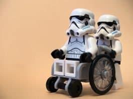 Rollstuhl Stormtrooper Lego Gesundheitswesen Unfall