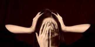 Frau Gesicht Mobbing Stress Scham Schämen
