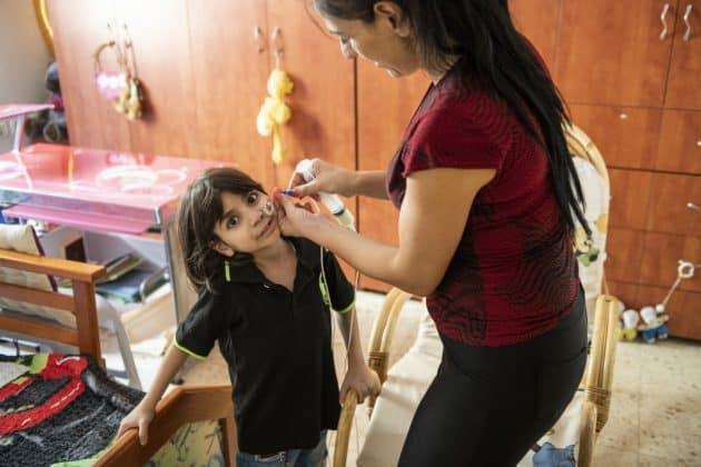 Georges Mutter Riham übernimmt zuhause alle pflegerischen Aufgaben. Foto: KHB/Meinrad Schade
