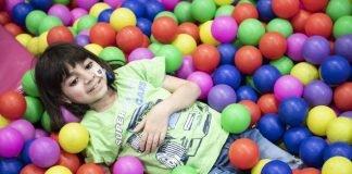 Nach der Behandlung darf George zur Belohnung manchmal ins Spieleparadies. Foto: KHB/Meinrad Schade