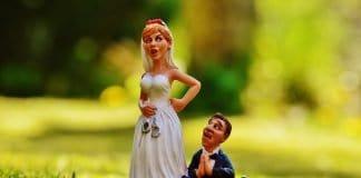 Zum Altar Schleifen Braut Bräutigam Zwingen Panik