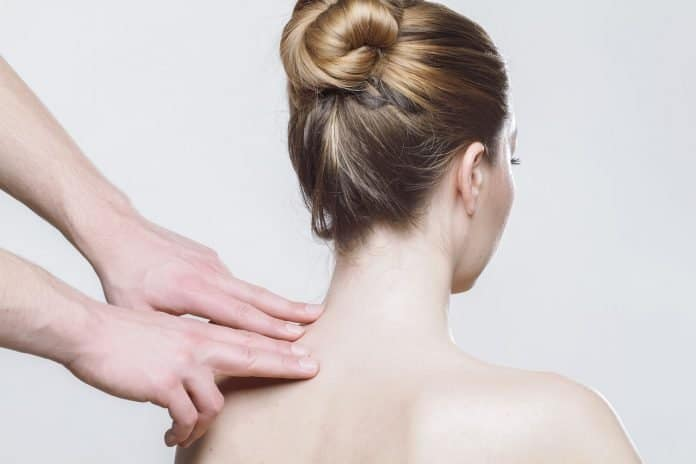 Massage Rücken Therapie Physiotherapie Physio