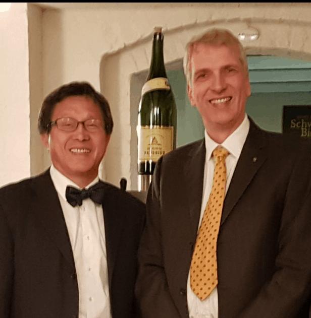 Prof. Dr.Jhy-Wey ShiehRepräsentant von Taiwan mit Stefan Fritsche Herausgeber von Adeba.de in Neuzelle.