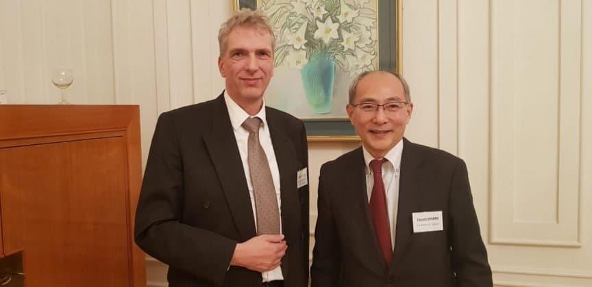 Yasushi Misawa Gesandter Stellvertreter des Botschafters der Botschaft von Japan und Stefan Fritsche Herausgeber Adeba.de