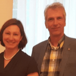 Inga Skuina Botschafterin Lettland mit Stefan Fritsche Herausgeber Adeba.de