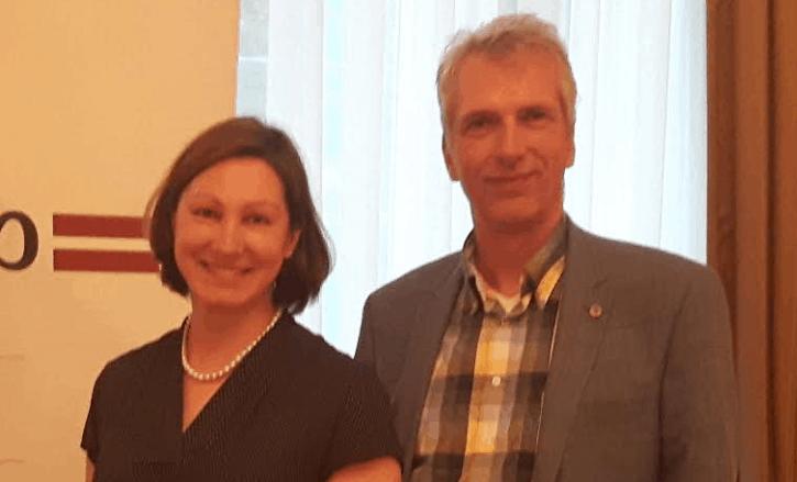 nga Skujiņa Botschafterin Lettland mit Stefan Fritsche Herausgeber Adeba.de
