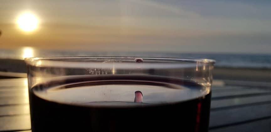 Ein Glas Wein in Riga Lettland