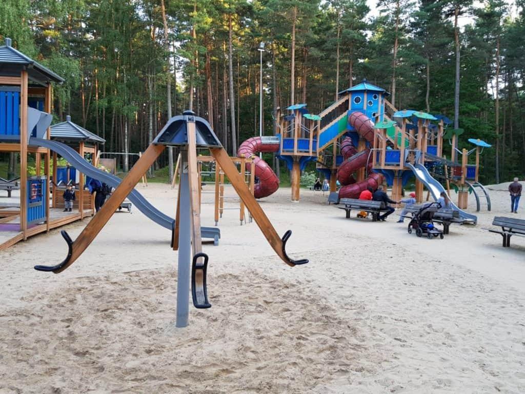 Spielplatz mit Park in Riga Lettland