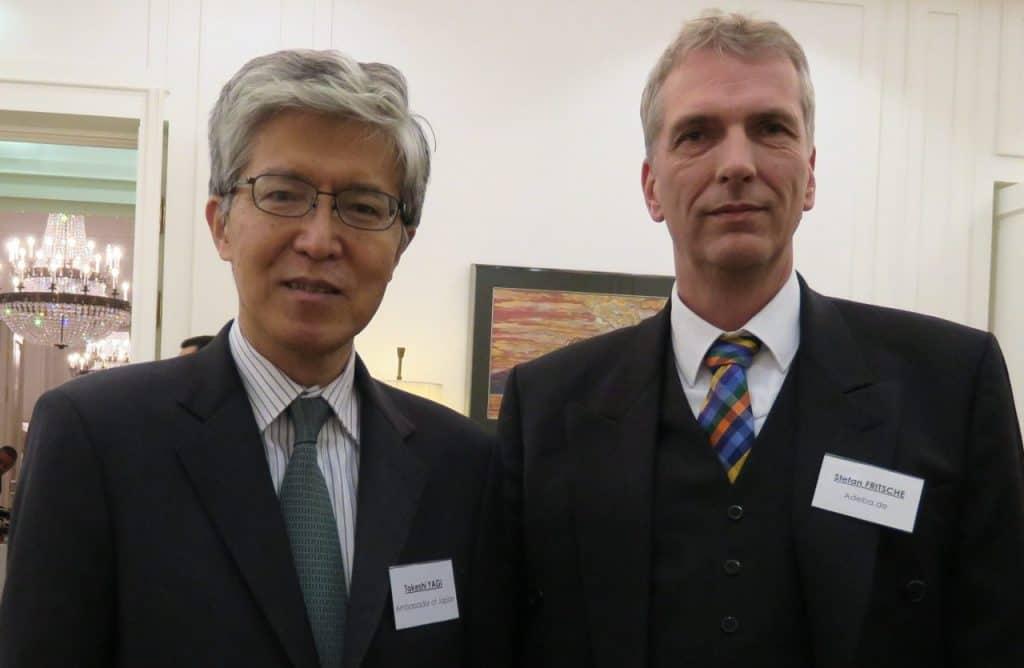 Japanische Botschafter Takeshi Tagi mit Stefan Fritsche Herausgeber von Adeba.de in der japanischen Botschaft