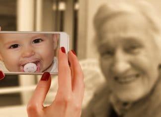 Smartphone Gesicht Frau Alt Baby Jung Kind