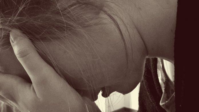 Frau Verzweifelt Traurig Tränen Weinen Depression