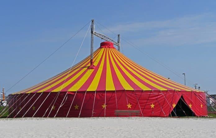 Zirkuszelt Event Kreis Kreisförmig Manege Strand