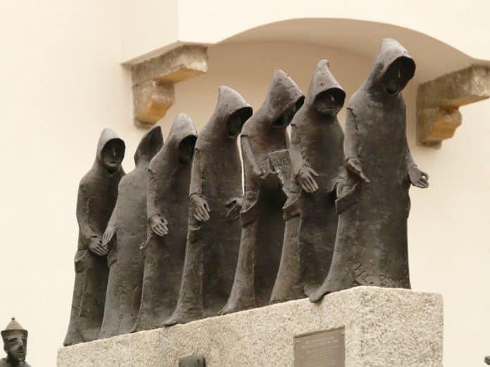 mönch mönche skulptur figur metall kloster abtei