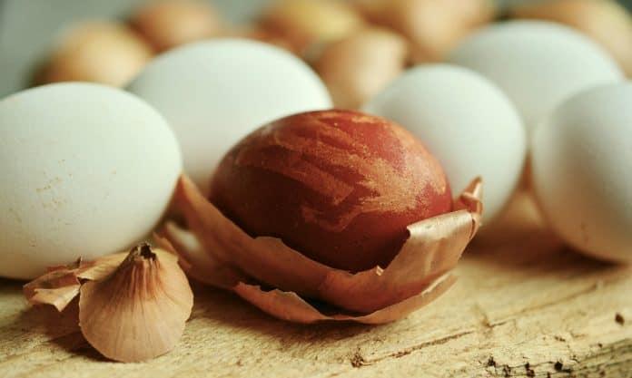 Eier Osterei Zwiebelschalen Ostereier Färben