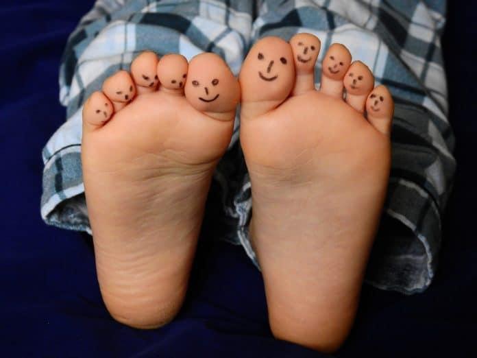 Füße Zehen Barfuß Kind Junge Haut Schlafanzug
