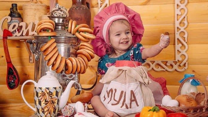 Babynahrung mit unangemessen hohen Zuckergehalt. 1