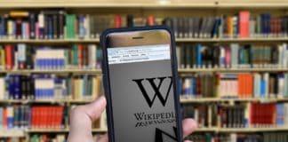 Wikipedia Bücher Enzyklopädie Themen Hand Iphone