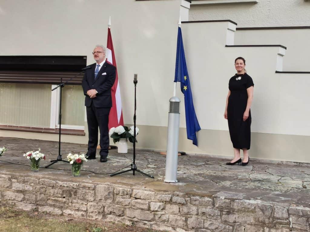 Egils Levits Staatspräsident Lettland mit der Botschafterin von Lettland Frau Inga Skujina am 17.8.2019 in de lettischen Botschaft in Berlin, Deutschland