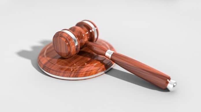 Tor Auktion Gesetz Hammer Symbol Richter