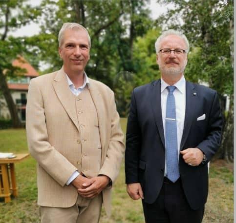 Egils Levits Staatspräsident Lettland und Stefan Fritsche Herausgeber Adeba.de Latvijas Valsts prezidents Egils Levits