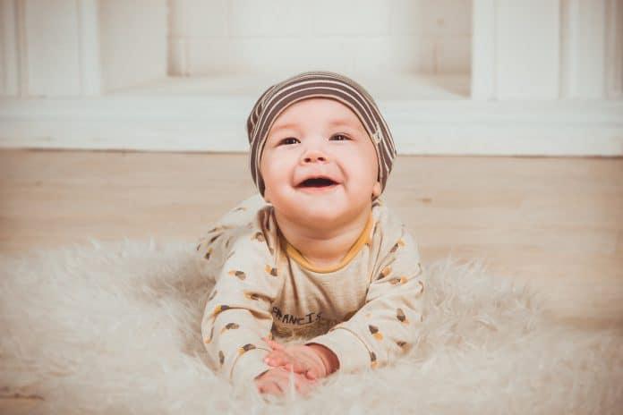 Babe Lächeln Neugeborene Kleines Kind Junge Person