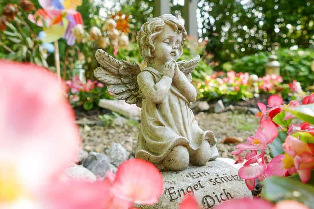 Tod Kind Engel Friedhof Grab Religion Fehlgeburt