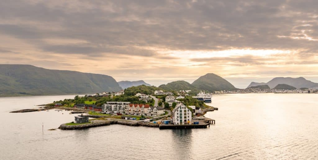Norwegen Alesund Sonnenuntergang Berge Insel