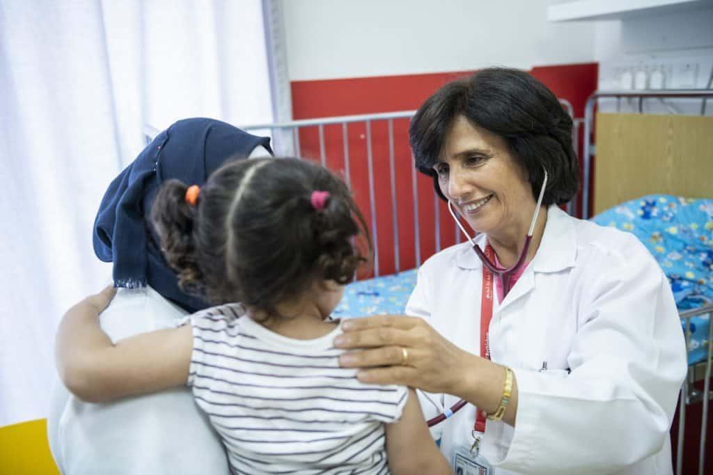"""""""Kinderliebe und Geduld mit den Eltern sind für den Arztberuf wesentlich"""", sagt Chefärztin Dr. Hiyam Marzouqa."""