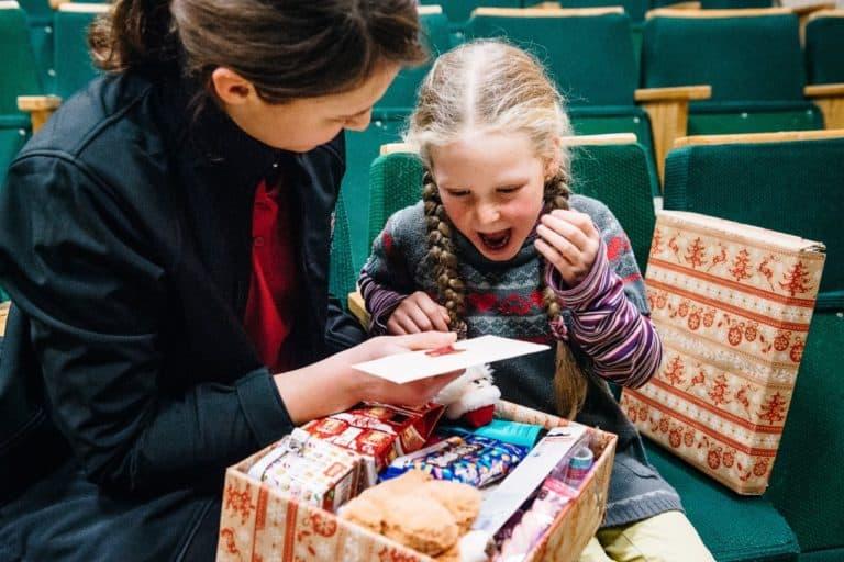 """""""Weihnachten im Schuhkarton"""" bringt Kinderaugen zum Leuchten"""