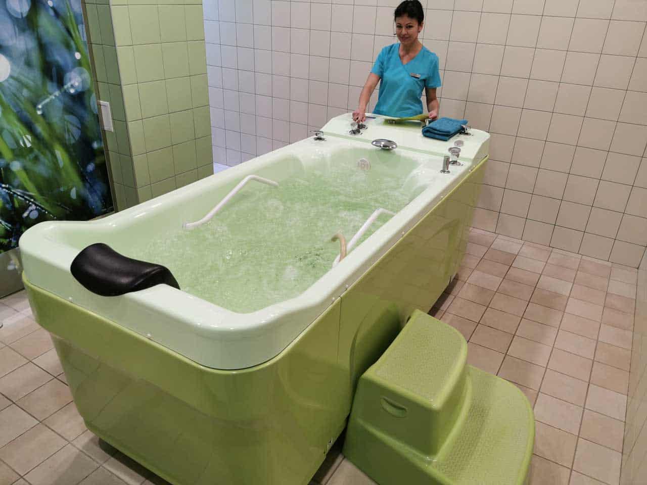 Minealwasserbad von deer Therapeutin eingelassen - Egles Spa (Litauen Spa Hotel)