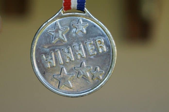 gewinner medaille gold auszeichnung erfolg erster