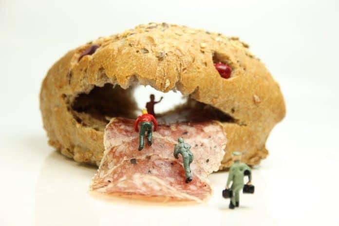 brötchen salami miniaturfiguren brot baguette