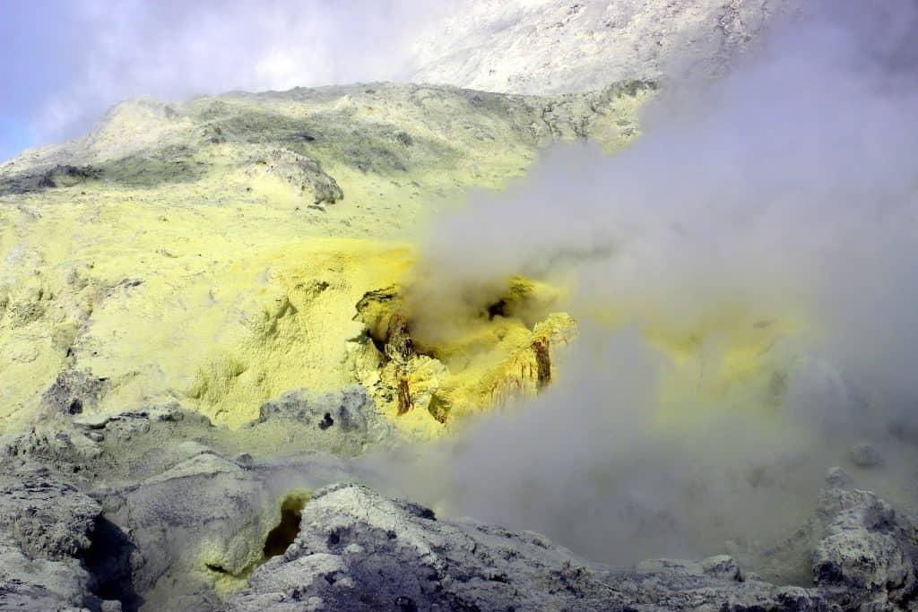 Te Puia o Whakaari, Vulkan vor dem Vulkanausruch auf White Island;  schwefel dampf vulkanisch neuseeland white island