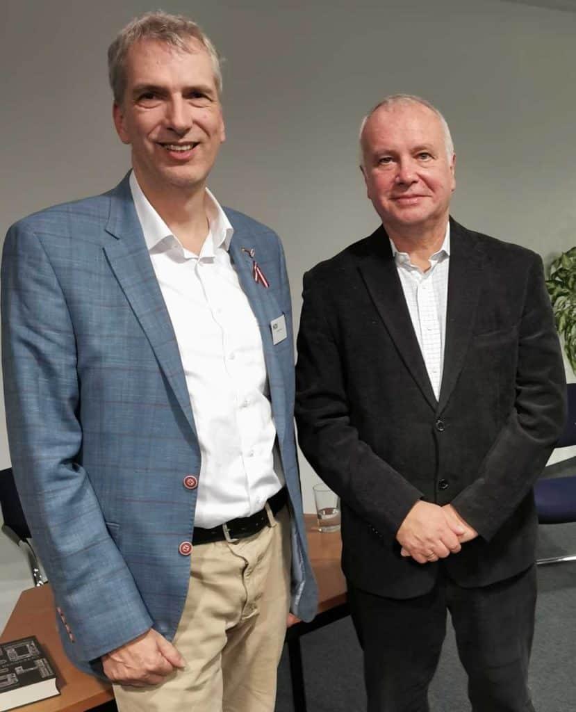 Russlandexperte Alexander Rahr und Stefan Fritsche, Verleger Adeba.de. bei einem informativem Gespräch in Berlin 2019.