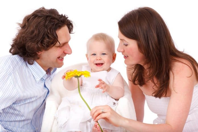 baby caucasian kinder tochter familie vater