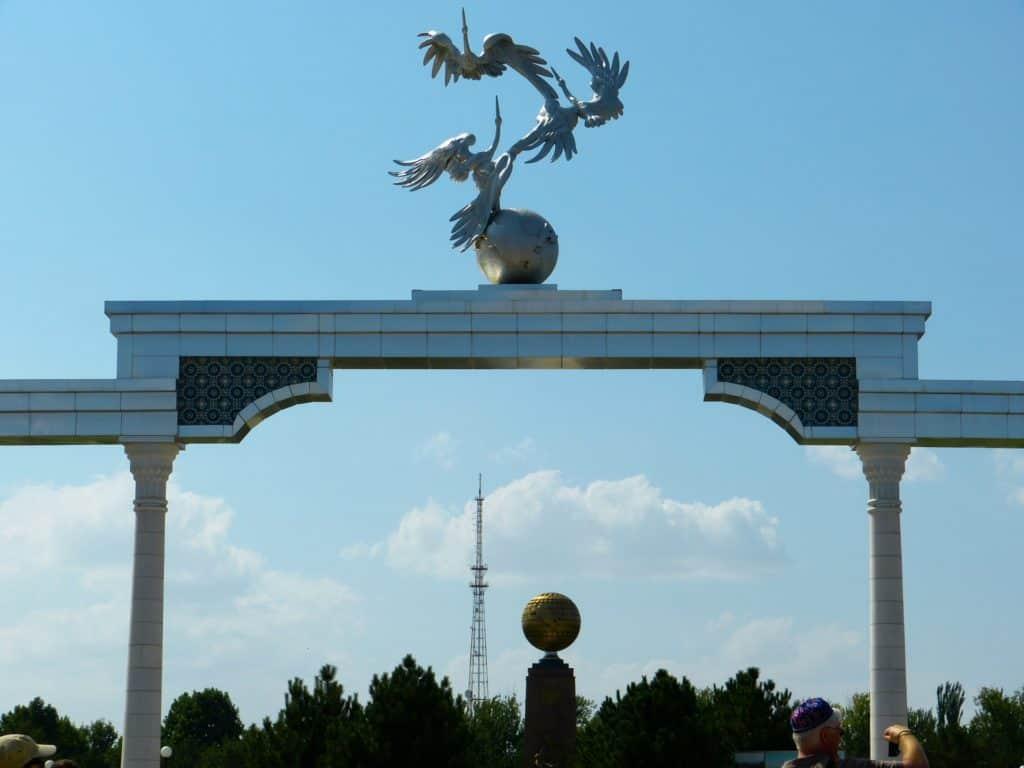 DEenkmal auf dem Unabhängigkeitsplatz in Tashkent Usbekistan