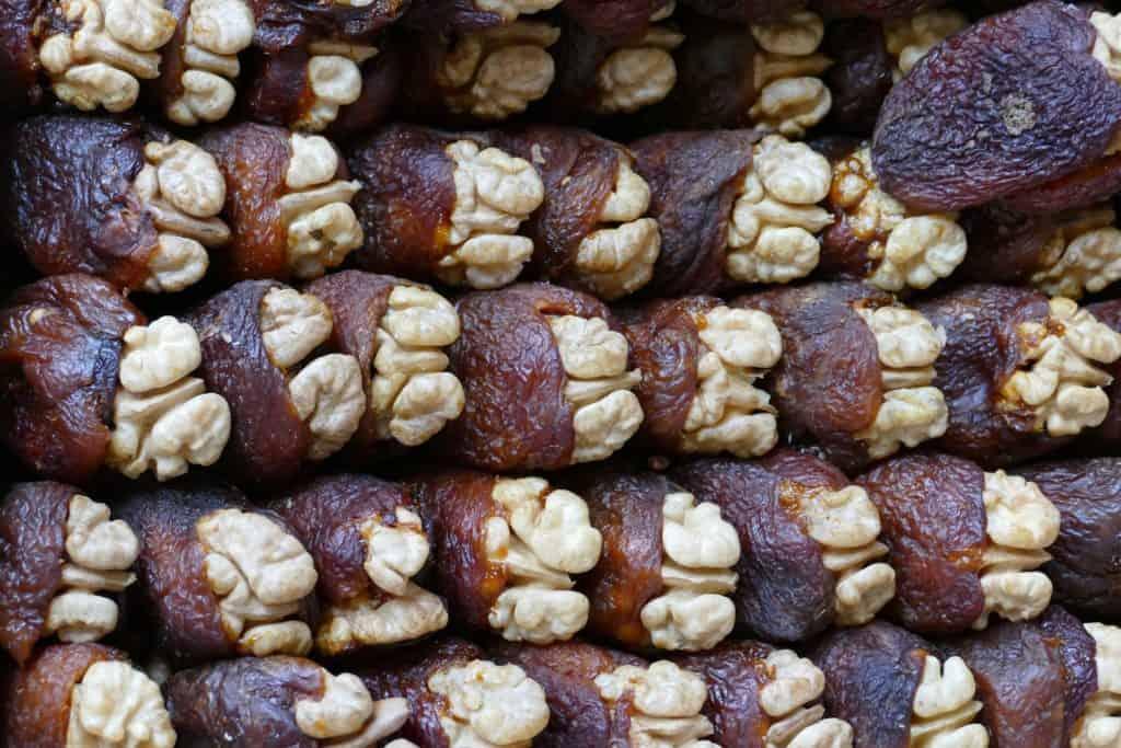 Familienurlaub in Usbekistan: Datteln auf einem Markt in Samarkand Usbekistan
