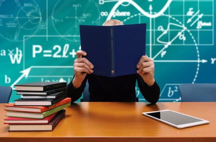schule studium lernen bücher lesen formeln