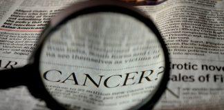 Krebs Zeitung Wort Lupe Lupen Lesung Zoom