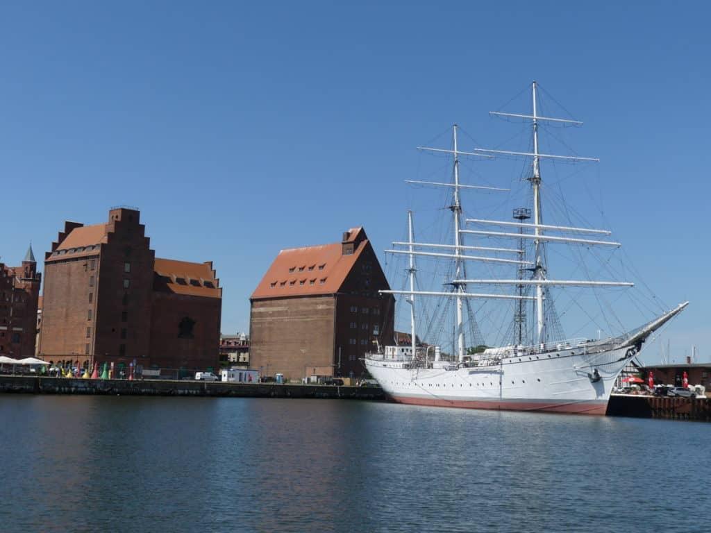 Gorch Fock im Hafen Stralsund