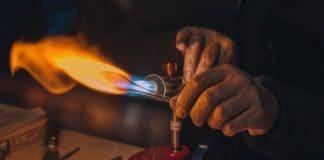 Glasbläser Kunst Handwerk der Hände