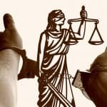 Justitia Waage Hände Handschellen Verdächtiger
