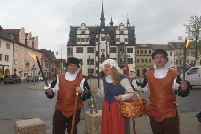 Saafeld Stadtgardisten Magd vor Rathaus