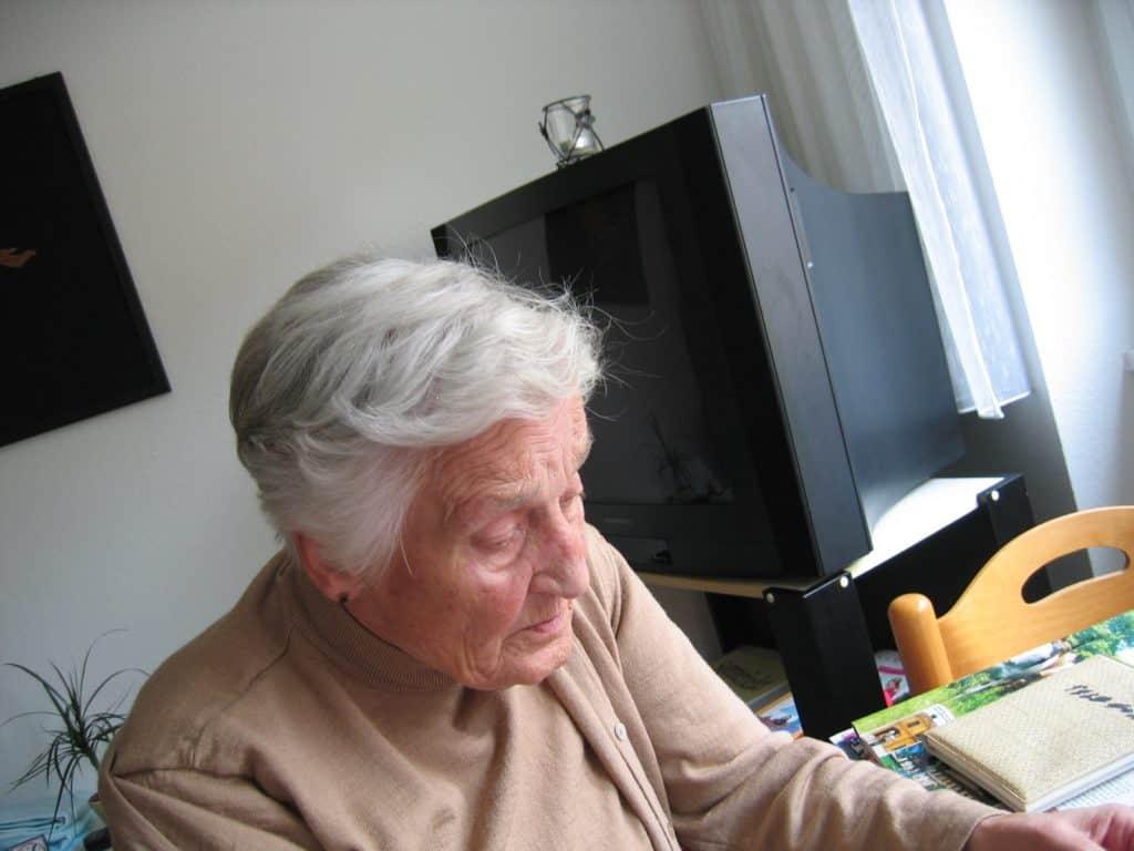 pflegebedürftige, demenz, frau