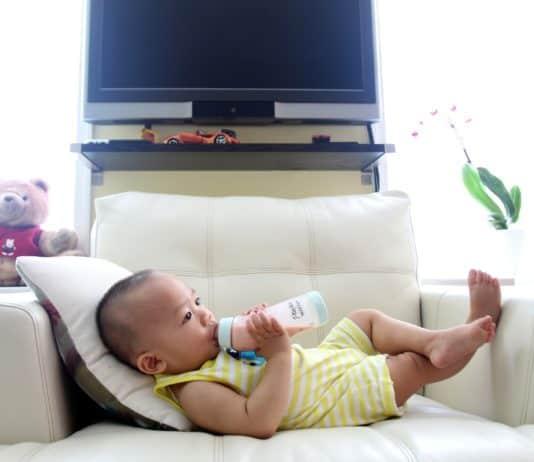 Konsummilch Flasche Milch Kind Sohn Entspannung